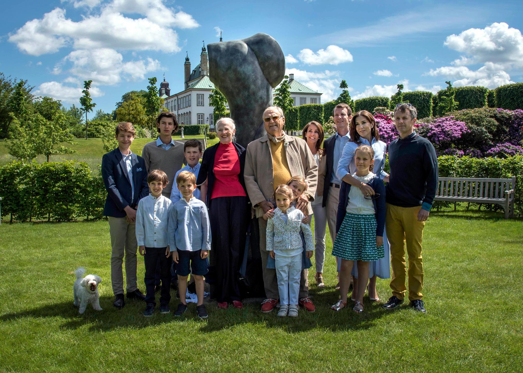 Bemühte Familienidylle zur goldenen Hochzeit Anfang Juni: Henrik und Margrethe im Kreis der Kinder und Enkel