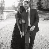 21. Dezember 2017  Das Verlobungs-Shooting ist ein voller Erfolg. Meghan Markle und Prinz Harry teilen ein weiteres vor Liebe strotzendes Foto.
