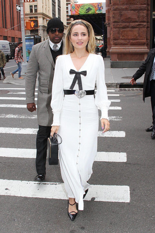 Glamour meets Streetstyle bei Dianna Agron und ihrem Schleifen-Dress von Alessandra Rich.