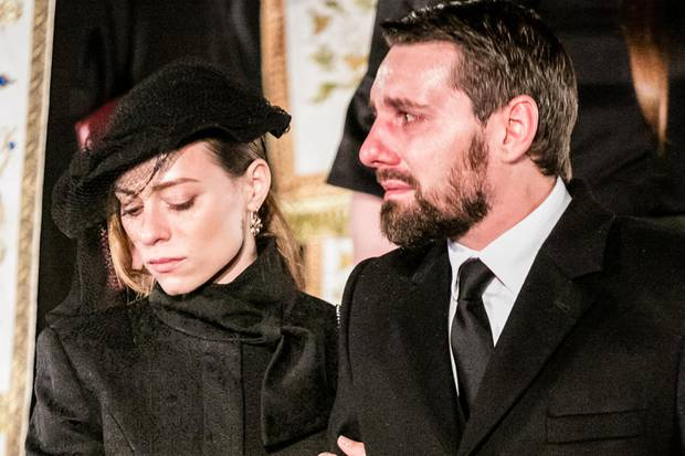 Nicholas Medforth-Mills bei der Beerdigung seines Großvaters in Rumänien. An seiner Seite: Seine Verlobte Alina-Maria Binder.