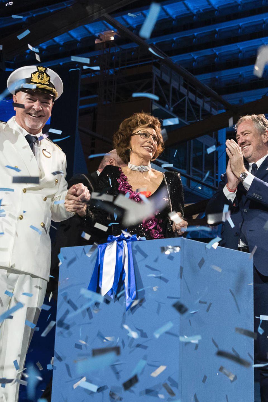 21. Dezember 2017   Kapitän Scala, Sophia Loren und Pierfrancesco Vago feiern die Taufe des neuen Kreuzfahrtschiffs MSC Seaside am Hafen von Miami ...