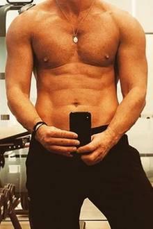 Oh là là: Das harte Training von Luke Evans hat sich offenbar ausgezahlt. Bei Instagram postet der Schauspieler ein sexy Selfie aus dem Fitnessstudio.