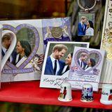 23. Dezember 2017  Die Verlobung von Prinz Harry und Meghan Markle sorgte weltweit für Aufsehen. Jetzt sind in England natürlich auch überall schon Souvenirs mit dem Paar zu kaufen.