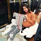 Vor allem auf diesem Instagram-Foto lässt sich deutlich erkennen, dass Cathy Hummels kurz davor ist ihren Nachwuchs auf die Welt zu bringen. Babykleidung hat die Fashionista natürlich auch schon geshoppt.