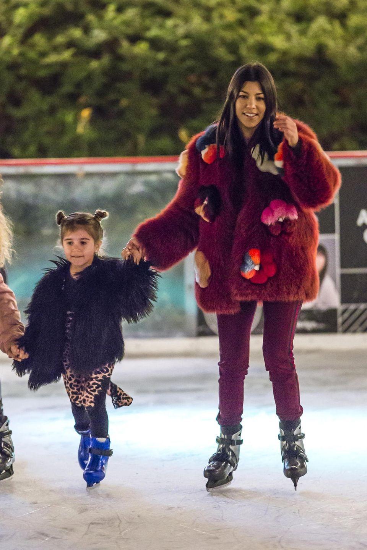 ... Auch Kourtney Kardashian und Tochter Penelope haben dabei jede Menge Spaß.