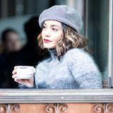 Teatime: Bei Dreharbeiten genießt Schauspielerin Vanessa Hudgens eine schöne Tasse Tee.