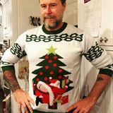 Will unsDean McDermott mit diesem Pullover etwa sagen, dass ihm Weihnachten am A.... vorbeigeht?