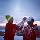 Katherine Heigl und ihr Mann Josh Kelley liefern sich im verschneiten Weihnachtsurlaub erst mal eine ordentliche Schneeballschlacht mit Einreibung.