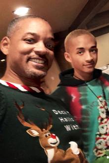 Will Smith und seine Familie mit Jaden Willow und Jada wollen nur schnell die Festtagsfotos fertig schießen, bevor die Weihnachtspullover anfangen zu kratzen.