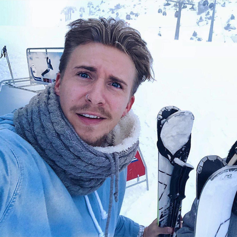 """Die Gerüchteküche brodelt, dass """"Die Bachelorette""""-Gewinner David Friedrich am 19. Januar ins """"Dschungelcamp"""" entschwindet, vorher stellt er aber in Ischgl noch mal seine, wie er meint nicht vorhandenen Ski-Skills unter Beweis. Hoffentlich bricht er sich nichts."""