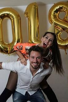Sebastian Pannek und seine Clea Lacy feiern gemeinsam den Jahreswechsel und wünschen ihren Fans ein gesundes und frohes neues Jahr.