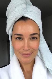 """Wow! So schön ungeschminkt verabschiedet Jana Ina Zarrella das neue Jahr. """"Liebes 2017 du warst wunderbar! Danke für jeden einzelnen Tag! Es ist Zeit für neue Herausforderungen, Ziele und Freude! Wir sind bereit!"""", schreibt die 41-Jährige zu diesem Selfie."""
