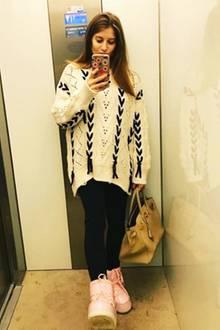 Manchmal darf es auch funktionell sein. Cathy Hummels wagt sich in Oversize-Pullover, Leggings und dicken Winterstiefeln in die Kälte.