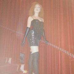 Oh là là! Anna Ermakova hat sich für eine Silvesterparty in London in ein sexy Outfit geschmissen.