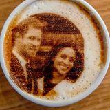 Harry und Meghan sind ziemlich eindeutig mit einem ihrer Verlobungsfotos erkennbar.