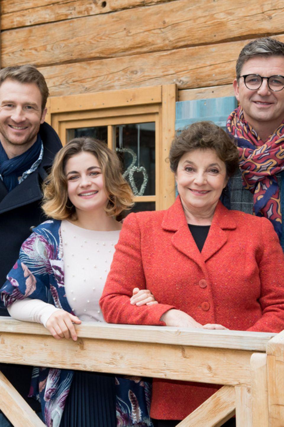 """""""Der Bergdoktor""""-Familie Gruber v.l.n.r. Heiko Ruprecht, Ronja Forcher, Monika Baumgartner, Hans Sigl"""