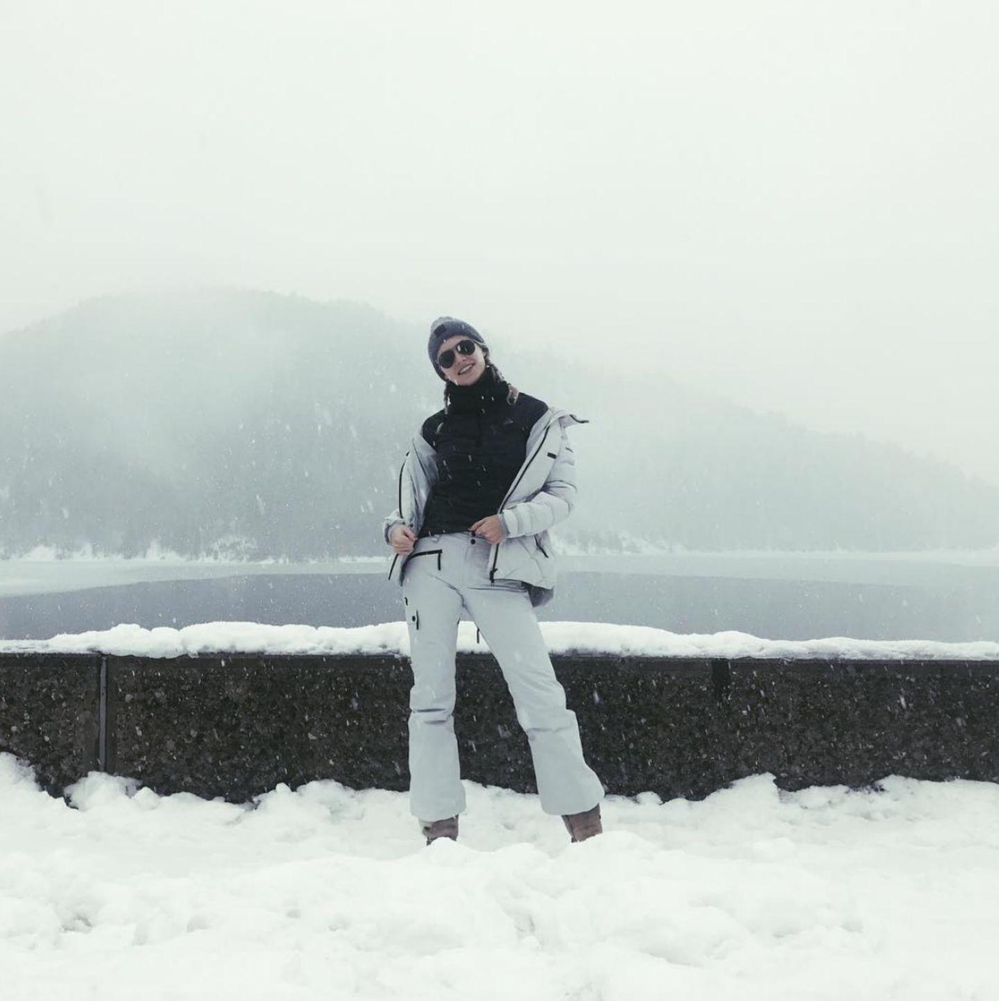 Nicht nur auf dem Laufsteg ist Lena Gercke Profi, auch beim Posen im Schnee hat sie es sichtbar drauf.
