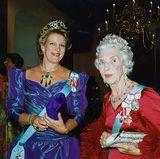 Marys Rubine sind ein Familienerbstück, das sie von der verstorbenen Großmutter ihres Mannes, Königin Ingridüberlassen bekam.  Ursprünglich gehörte die Parure der Frau des schwedischen Königs Carl XIV. Johan, Desideria. Sie hatte sie an den schwedischen Hof aus Frankreich, ihrer Heimat, mitgebracht. An den dänischen Hof kamen die Schmuckstücke dann über die schwedische Prinzessin Louise, die den späteren Dänen-König Frederik VIII. heiratete. Sie waren ein Hochzeitsgeschenk an die Braut von ihrer Großmutter Josephine, die wiederum Desiderias Schwiegertochter war. Das Geschenk war mit Bedacht gewählt, spiegelten die Farben Rot und Weiß doch die dänische Fahne wider.  Königin Louise begründete dann quasi die Tradition, dass die Braut des Kronprinzen die Rubine bekommen sollte, indem sie das Diadem an die Braut ihres Sohnes schenkte, was diese wiederholte, als ihr Sohn, der spätere Frederik IX., die schwedische Prinzessin Ingrid 1935 heiratete. Wohl auch durch die Tradition trug Königin Margrethe nie Teile der Parure, nur ihre Mutter.