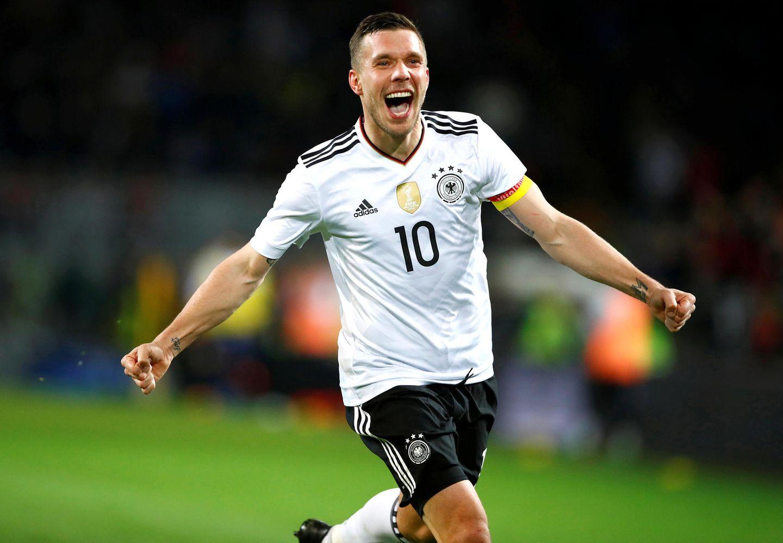 Am 22. März 2017 beschreitet Lukas Podolski sein letztes Spiel für die deutsche Nationalmannschaft und erzielt beim Freundschaftsspiel gegen England sogar den 1:0 Siegtreffer ...