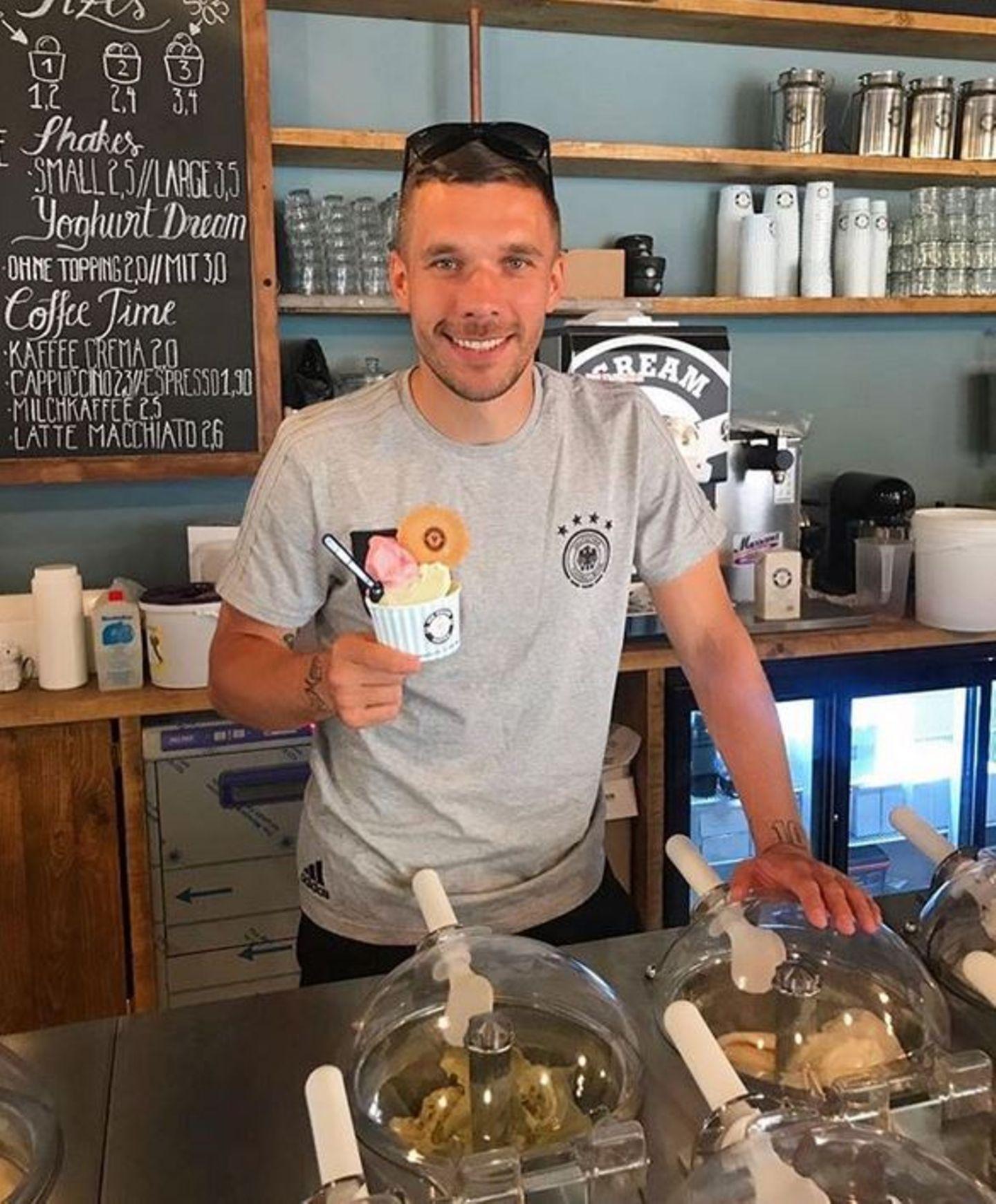 """Der sympathische Kicker erschließt sich gleich zwei neue Geschäftsfelder. Im Juni 2017 eröffnet er die Eisdiele """"Ice Cream United"""" in Köln."""