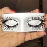 """""""Wollte heute mal ein wenig """"frischer"""" aussehen und habe mir ein paar neue Wimpern gegönnt"""", schreibt Daniela Katzenberger mit einem Augenzwinkern zu diesem Foto auf Instagram. Das Ergebnis sehen Sie auf dem nächsten Bild ..."""