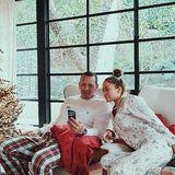 25. Dezember 2017  Weihnachten geht es bei Familie Lopez - Rodriguez ganz entspannt zu. In Schlafanzügen machen es sich J. Lo und A-Rod vor dem üppig geschmückten Tannenbaum gemütlich.