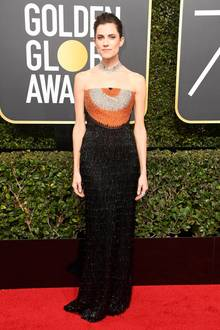 Mit Farbtupfer: Allison Williams in Armani Privé