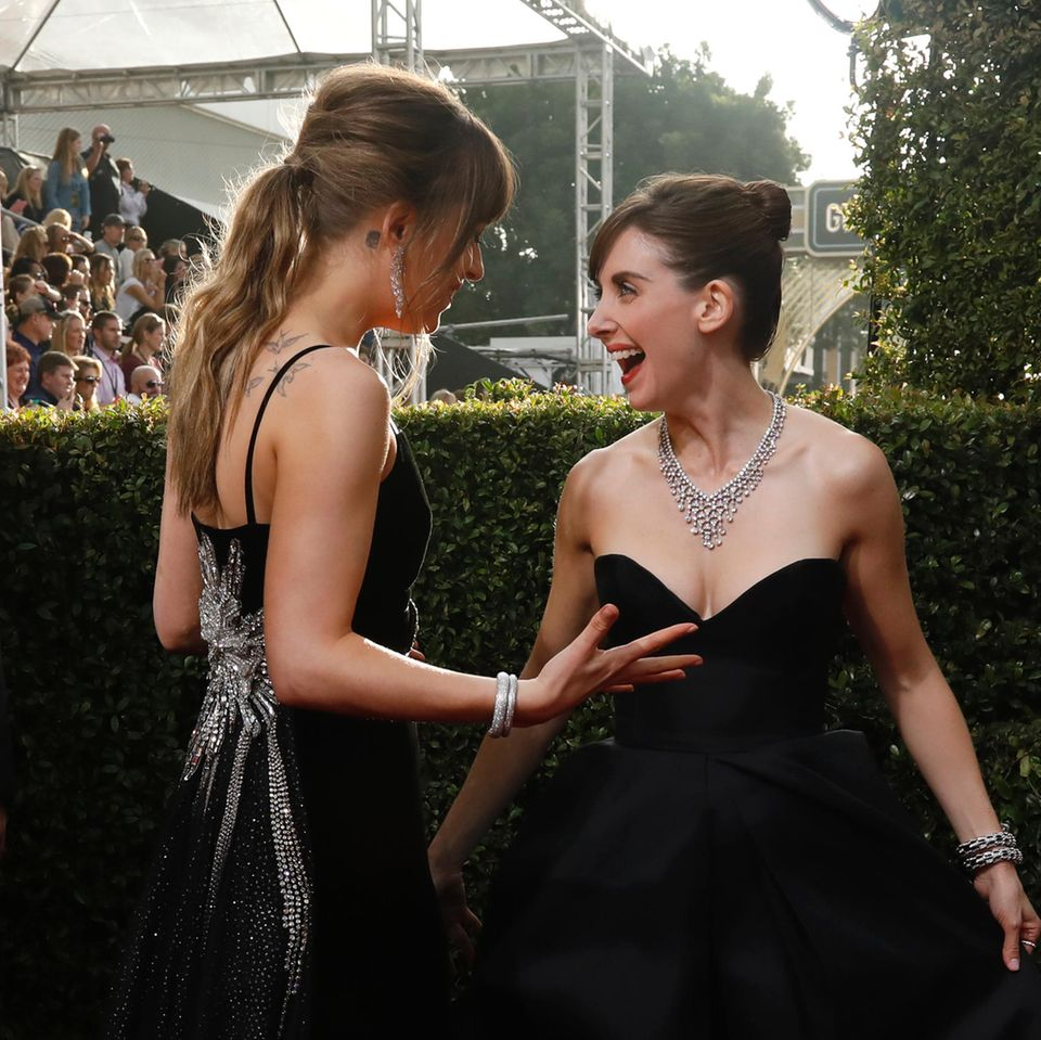 Mandy Moore, Alison Brie bei den Golden Globes 2018