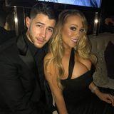 Zur 75. Verleihung der Golden Globes erscheint Mariah Carey in einem an sich unauffälligen, schwarzen Kleid. Auf Bildern, die die Diva bei Instagram postet, fällt jedoch sofort ihr pralles Dekolleté auf, das das enge Vintage-Kleid von Dolce & Gabbana fast zum Platzen zu bringen scheint.