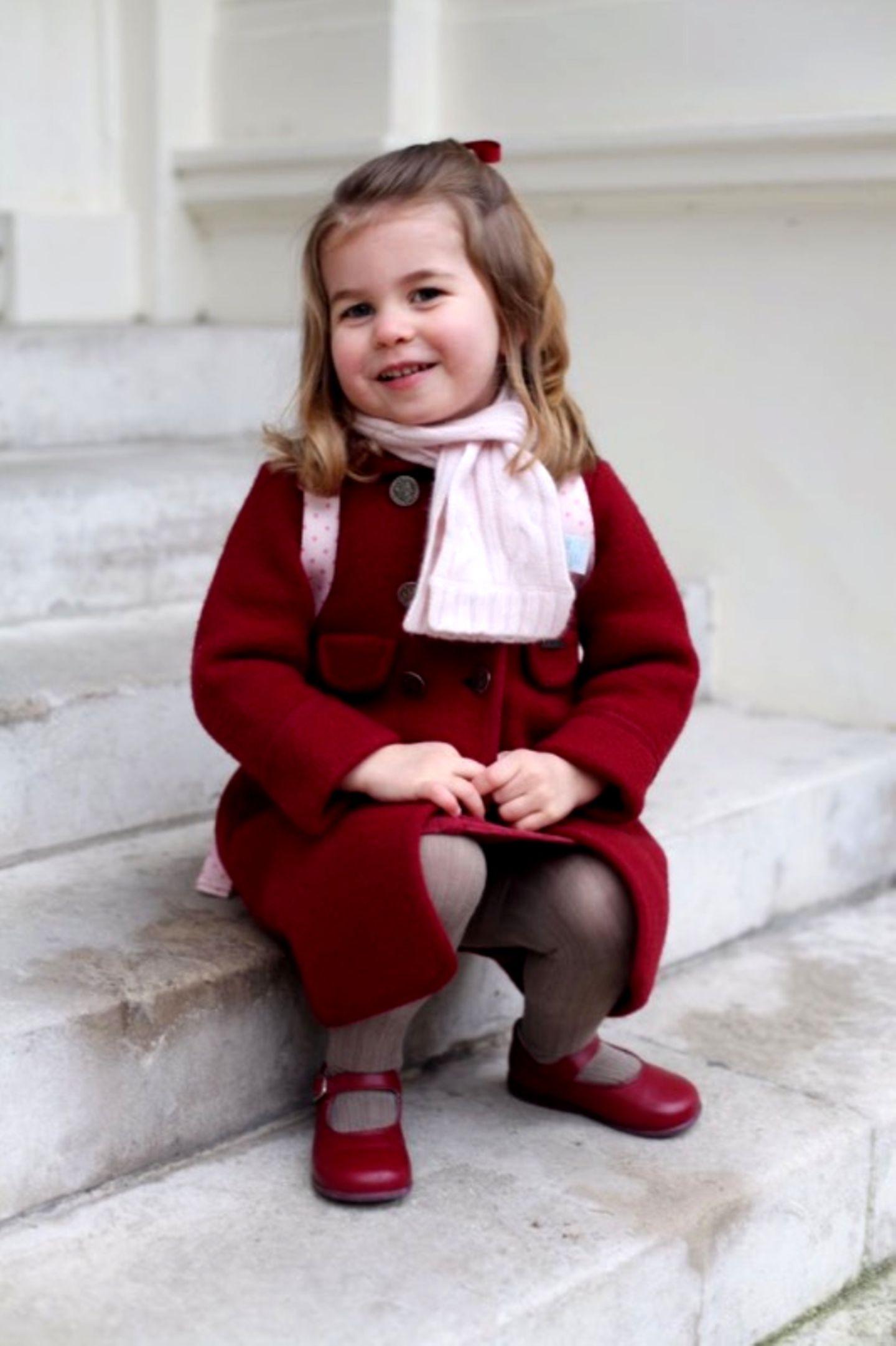 8. Januar 2018   Ein weiteres Foto der süßen Prinzessin Charlotte: Herzogin Catherine und Prinz William müssen sehr stolz ihr ihre Tochter sein.