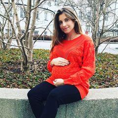 """""""Danke für eure Glückwünsche und lieben Nachrichten"""" schreibt Cathy Hummels zu diesem Instagram-Foto. Ist die Spielerfrau also längst Mutter geworden? Nein. """"Aber unser kleiner Mann ist immer noch im Bauch"""" schreibt Cathy weiter. Es heißt also weiter warten und spekulieren."""
