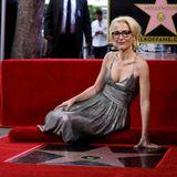 """8. Januar 2018  Großer Auftritt für Gillian Anderson in Hollywood. Die beliebte """"Akte X""""- Darstellerin ist am Montag auf dem berühmten """"Walk of Fame"""" im Herzen von Hollywood mit einer Sternen-Plakette gefeiert worden."""