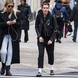 Auf der Straße würde man nicht denken, dass einem hier eine große Hollywood-Schauspielerin entgegenkommt, die gleichzeitig auch noch Model für eine der bekanntesten Luxus-Marken - nämlich Chanel - ist. Denn privat liebt Kristen Stewart ihren schmuddeligen Punker-Look samt wuscheliger Frisur mit krassem Ansatz.