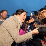 9. Januar 2018  Meghan Markle zeigt sich total überwältigt von dem fröhlichen Empfang der Fans. Immer an ihrer Seite: Prinz Harry.