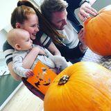 14. Oktober 2017  Cooper schnitzt mit Papa Ronan Keating und Schwesterchen Ali seinen ersten Kürbis.