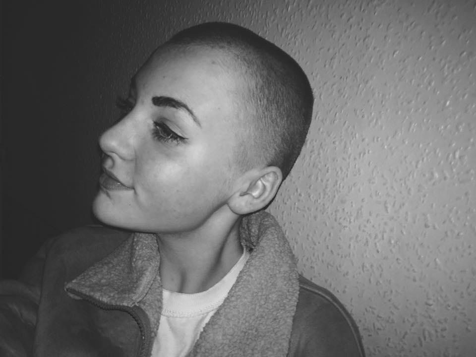Niamh Baldwin hat sich die Haare für einen guten Zweck abrasiert.