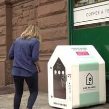 In dieser Box können Hundebesitzer ihren Liebling lassen, wenn sie einkaufen gehen.