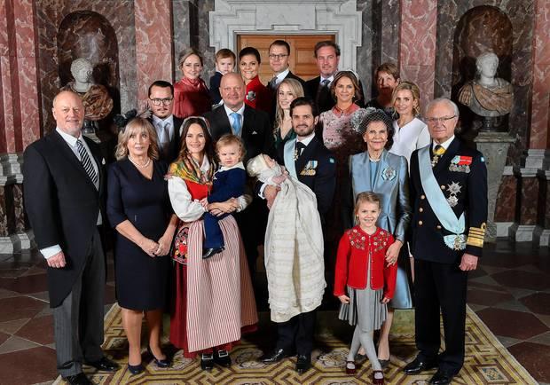 Noch einmal posiert die gesamte engere Familie für ein Gruppenfoto.