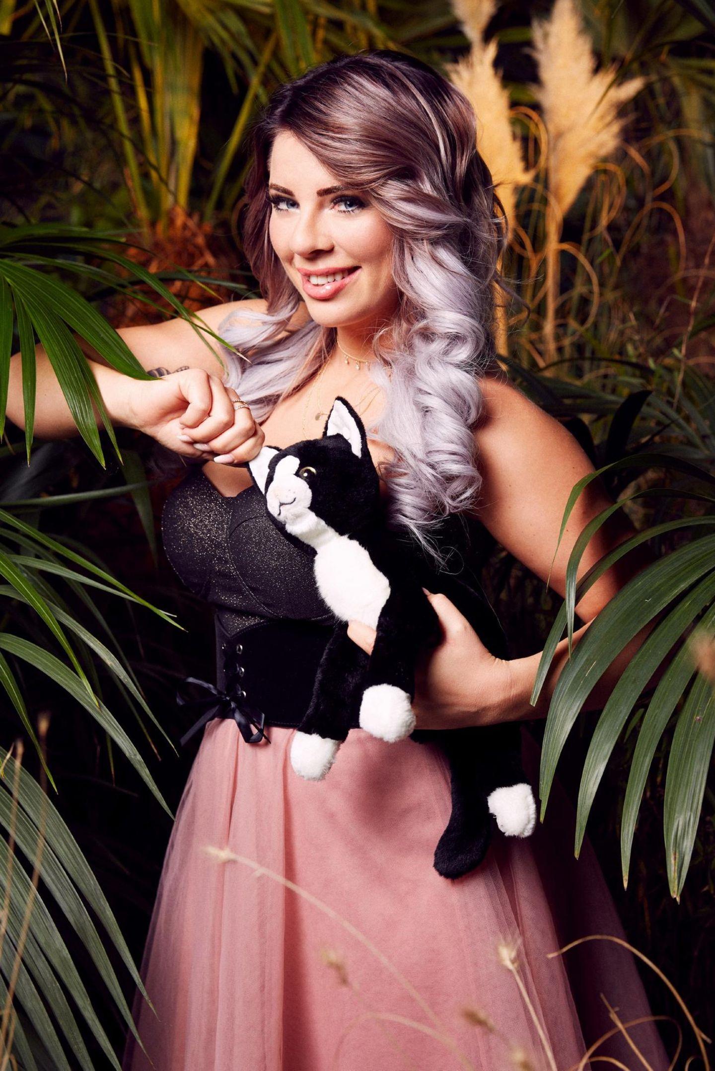 """Jenny Frankhauser,die Schwester von Daniela Katzenberger, ist bereit für Australien. Sie verrät: """"Ich gehe in den Dschungel, weil ich abnehmen will. Das ist für mich wie ein aufregendes Diät-Camp. Außerdem bin ich jung und brauche das Geld."""""""