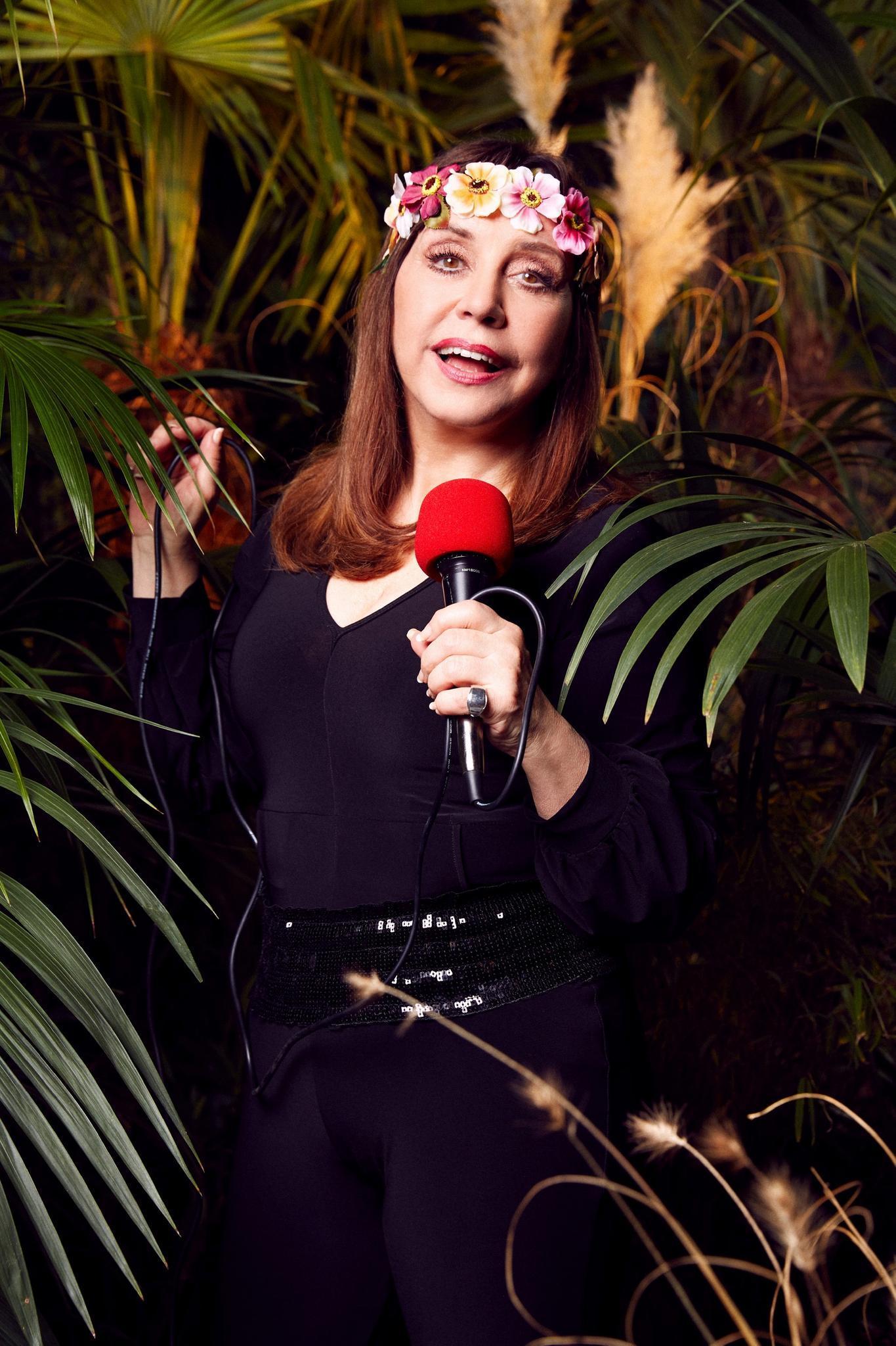 """Tina Yorkist die Schwester von Mary Roos und alle fragen sich schon jetzt: Wird sie im Dschungelcamp singen? """"Wenn es sich ergibt und wir nett in einer Runde sitzen und singen, singe ich mit."""""""