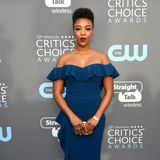 """Orange Is The New Black""-Star Samira Wiley bezaubert schulterlos in Blau."