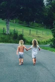 12. Januar 2018  Auf ins Abenteuer! Elsa Pataky postet ein Foto ihrer unzertrennlichen, zuckersüßen Zwillinge Tristan und Sasha.