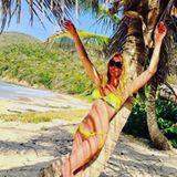 """""""Bei diesem Superbody bleibt einem die Luft weg"""" schreibt ein User zu diesem Urlaubsfoto von Sonya Kraus. Die Blondine urlaubt aktuell auf Mauritius und zeigt sich mit 44 in Topform."""