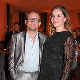 Auch Comedian Wigald Boning und seine Frau, die Opernsängerin Teresa Tièschky trennen so einige Zentimeter.