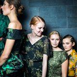 Backstage bei der Show von Lena Hoschek: Die Models warten auf ihren großen Auftritt.