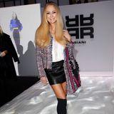 Jenny Elvers erschien zur Riani Show in einem Leder-Minirock.