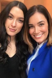 """Rebecca Mir und Jana Ina Zarella  Die Modewelt ist ihre große Gemeinsamkeit: Während der """"Berlin Fashion Week"""" nutzt Jana Ina die Gelegenheit für ein inniges Selfie mit Rebecca."""