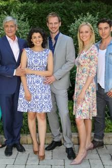 Christian Feist (vierter von rechts) und Mirjam Heimann (dritte von rechts) sind erneut Vater und Mutter geworden
