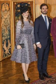 """Tagsüber entschied sich Prinzessin Sofia für das """"Berry Dress"""" aus der Herbst/Winter 2016 Kollektion von Lars Wallin für umgerechnet um die 1014 Euro. Dazu kombinierte sie schwarze Accessoires."""