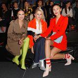 Bloggerin Nina Suess, Caro Daur und Model Stefanie Giesinger mischen die Front Row bei Marc Cain in knalligen Outfits auf.